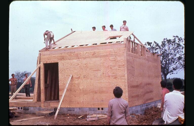 School of Architecture students working on a building project in Kentucky.